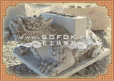 石雕功德碑雕刻过程:功德碑石雕粗坯